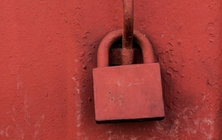 The lock symbolizes the importance of protecting oneself against fear and stress.